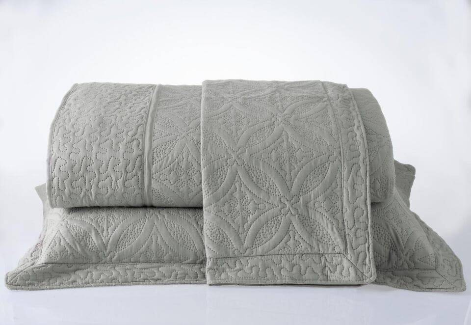 Kit 3 Colcha Casal Provence Microfibra Matelacê Ultrasonic + 2 Porta-Travesseiros 2,20 x 2,40 m - Fendi